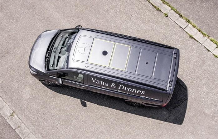 Mercedes varevogn med droner