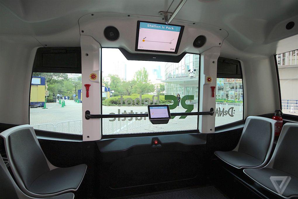 Indenfor i en minibus i Japan