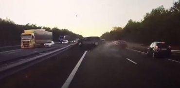 Tesla Autopilot redder liv video