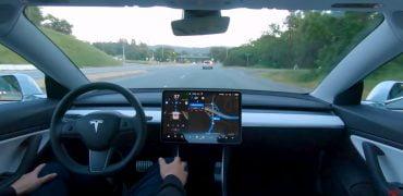 Tesla viser ny video med selvkørende bil