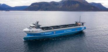Verdens første selvsejlende containerskib sat i søen i Norge